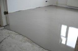 Вирівнювання підлоги за допомогою спеціальної суміші