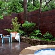 Різнорівневий деревяний паркан