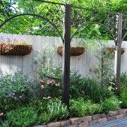 Деревяний паркан з елементами декору