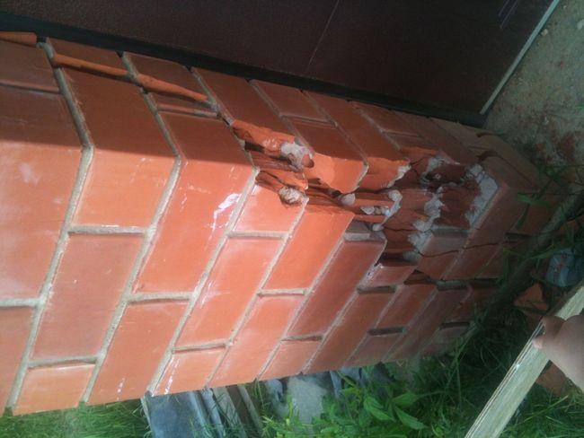 Фото - Закладення тріщини в цегляній стіні
