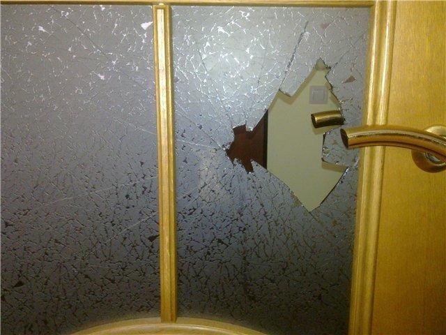 Фото - Заміна розбитого скла в будь-якої конструкції двері