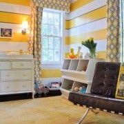 Жовті штори в дитячій