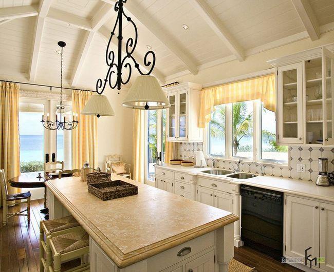 Жовті штори на кухні